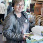 Auch Vizepräsidentin Ilse Stutz vom LandFrauenverband gefiel das Angebot der Fachberaterinnen für Bienenprodukte.