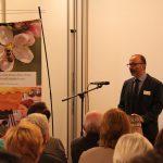 """Gastgeber und Geschäftsführer Dietmar Gretter des Naturparkzentrums kündigte für 2018 eine Wechselausstellung zum Thema """"Bienen und Bienenprodukte"""" an."""