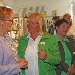 Teilnehmerin und LandFrau Sonja Winkler im Gespräch mit Präsidentin Linckh.