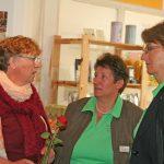 Teilnehmerin Gerlinde Renner (li.) im Gespräch mit der Vorsitzenden Anne Breitenbücher und der Geschäftsführerin Christine Rieker der KreisLandFrauen Göppingen.
